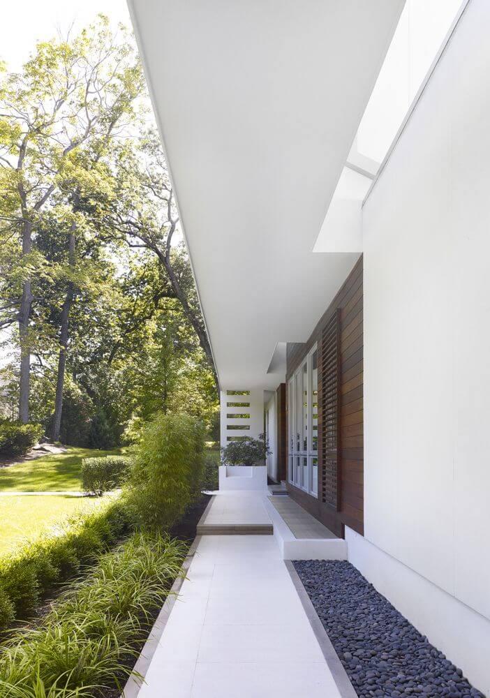 Thiết kế sân hiên phía sau của ngôi nhà