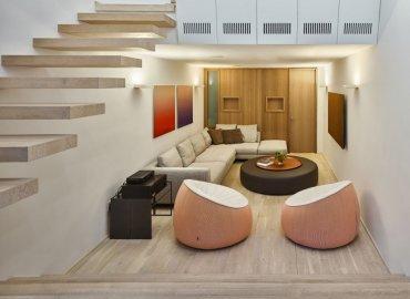 Phòng khách thiết kế tại tầng trệt