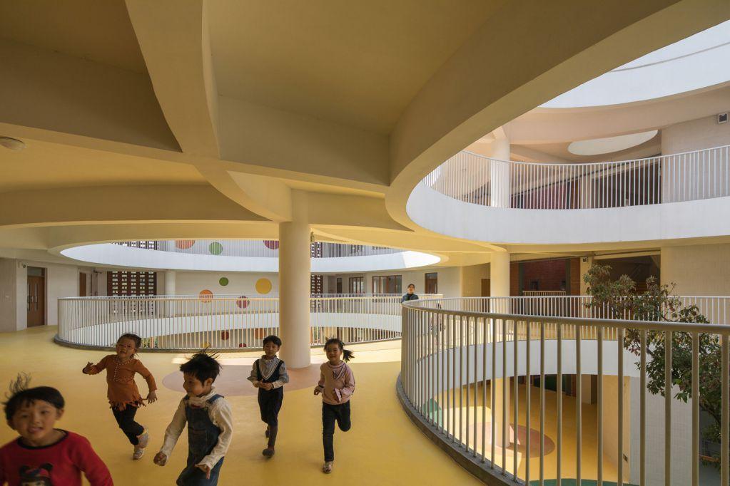 Thiết kế sân trong nhà hình tròn