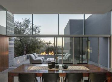 Ngôi nhà được thiết kế làm mờ đi ranh giới giữa bên trong và bên ngoài