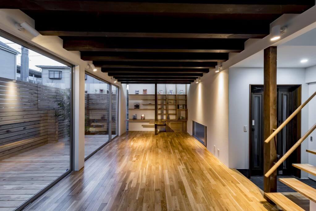 Cửa sổ được tận dụng để đưa ánh sáng tự nhiên vào trong không gian