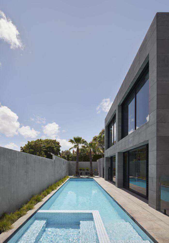 Thiết kế khu vực sân sau với bể bơi