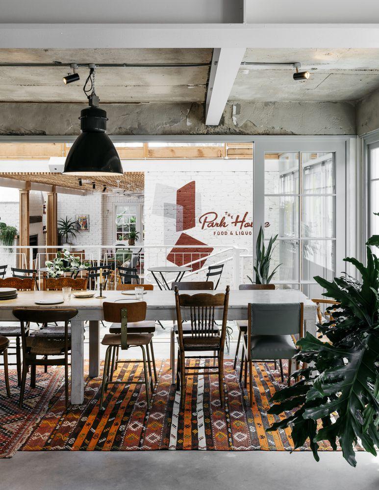 Đồ nội thất bằng gỗ cứng được lựa chọn cho không gian