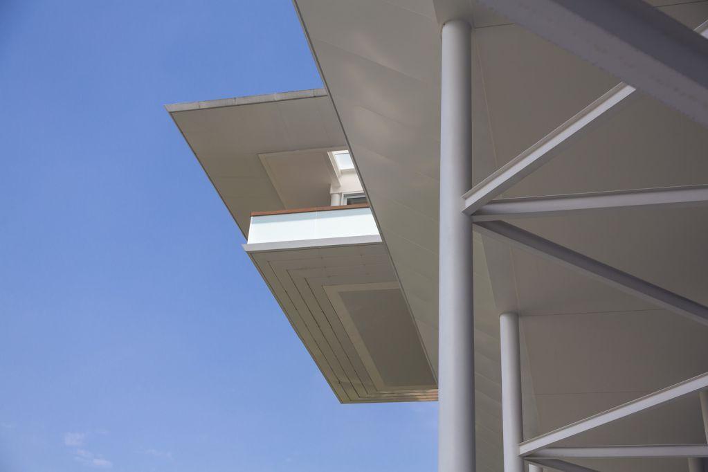 Kết cấu thép và bê tông được sử dụng chủ yếu cho không gian
