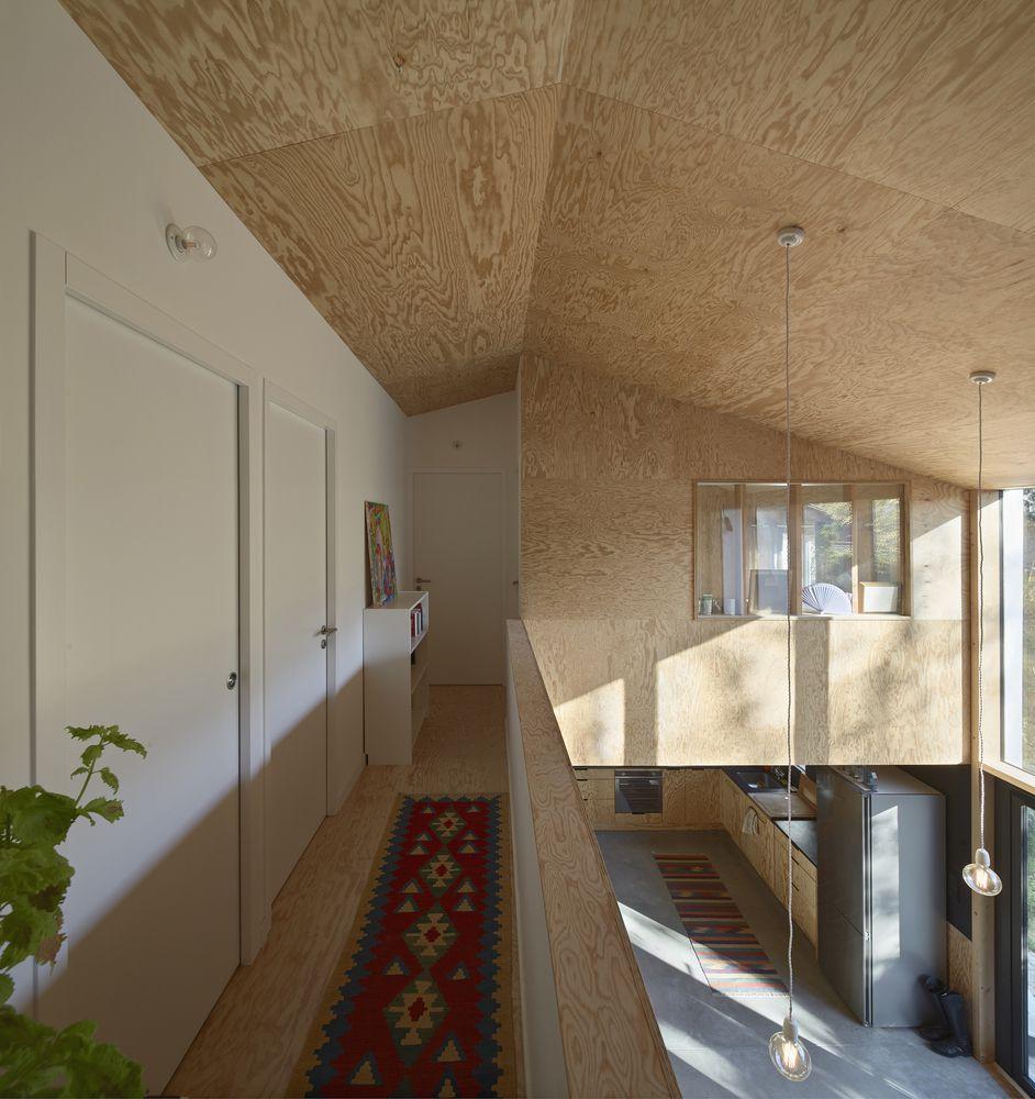 Lối vào thiết kế dưới một trần gỗ thấp