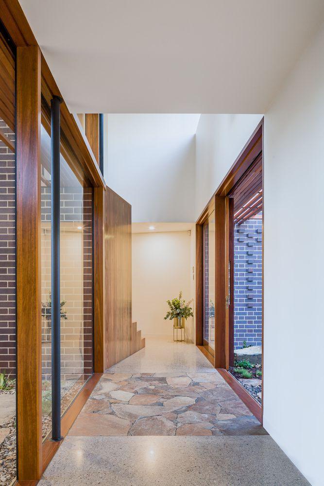 Thiết kế cửa sổ và cửa ra vào bằng gỗ