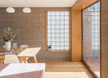 Sàn nhà được thiết kế với vân gỗ Châu Âu
