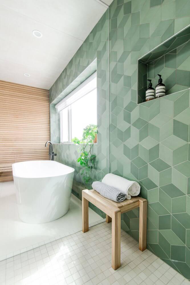 Tường được chọn gạch ốp lát màu xanh rêu