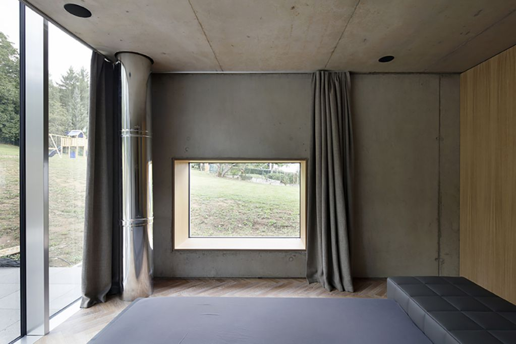 Thiết kế phòng ngủ trên tầng hai của tòa nhà