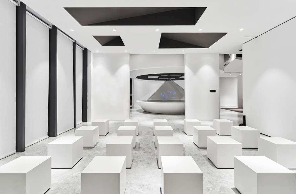 Đen, trắng và xám là ba màu chủ đạo trong thiết kế