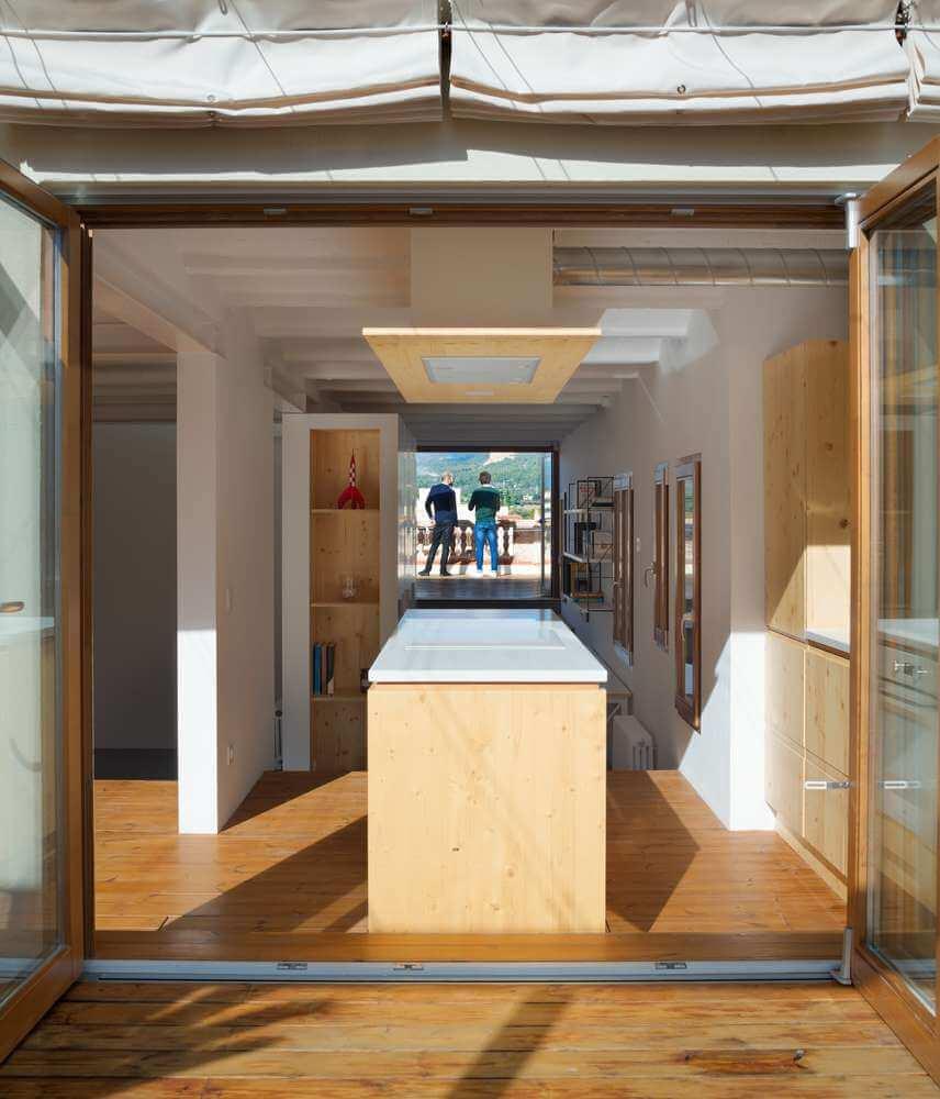 Ngôi nhà được thiết kế tạo ra không gian có nhiều ánh sáng tự nhiên