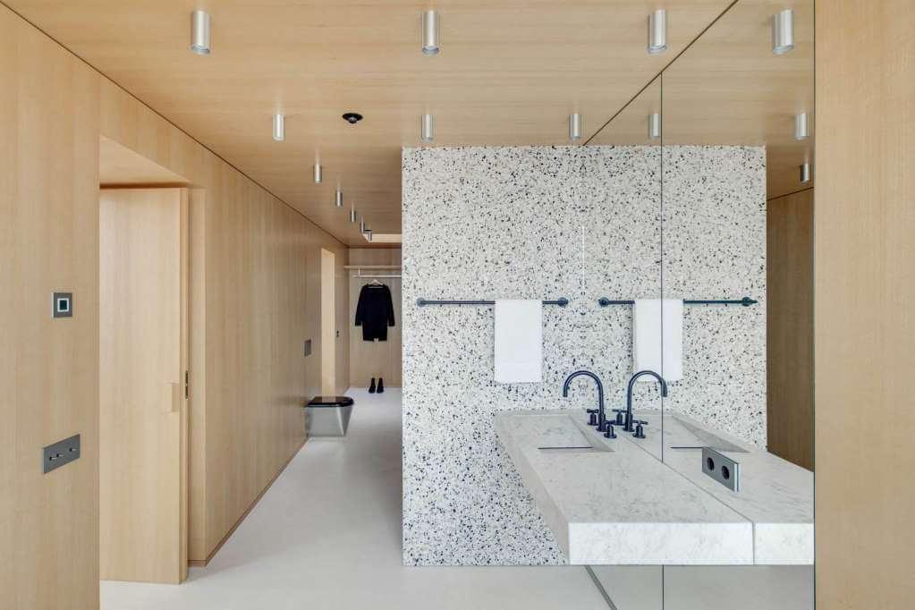 Những bức tường gỗ được sử dụng để ngăn cách không gian