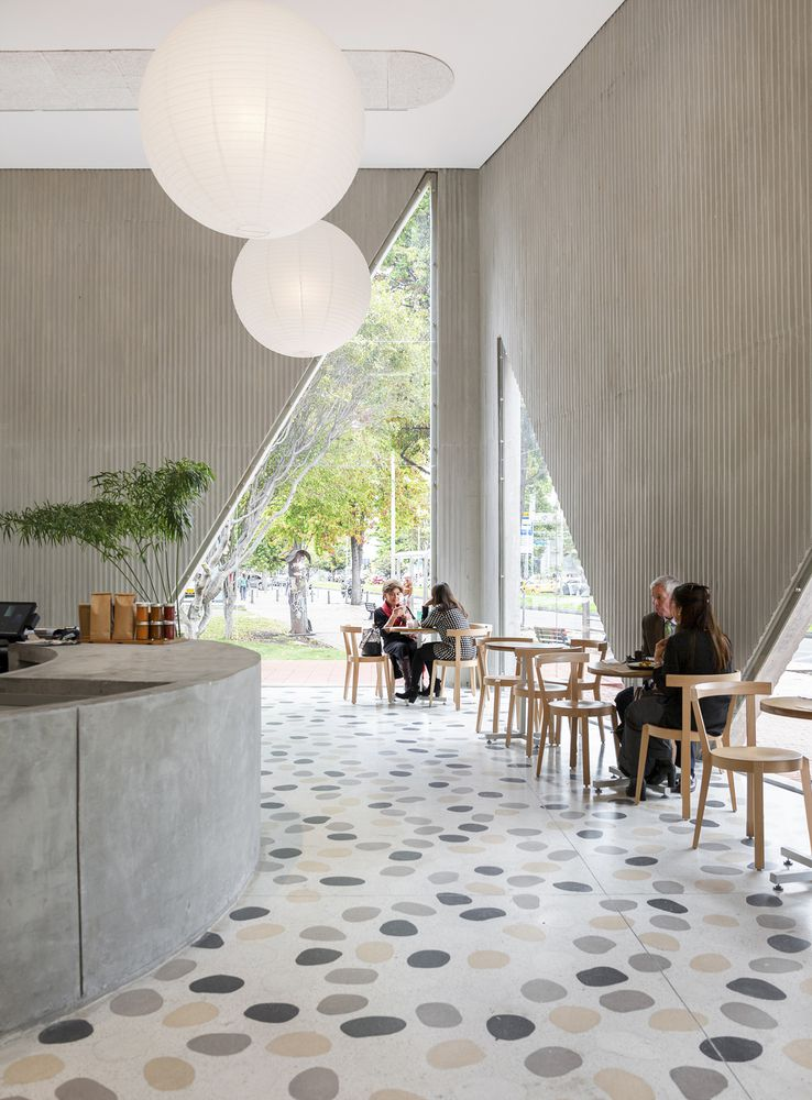 Tòa nhà thiết kế rộng và có sự gắn kết giữa các không gian