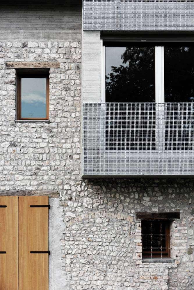 Tường đá truyền thống được sử dụng cho dự án