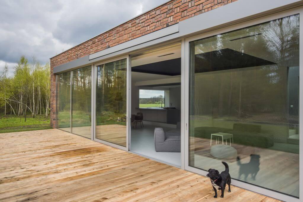 Vật liệu địa phương như gỗ và gạch được đưa vào trong dự án