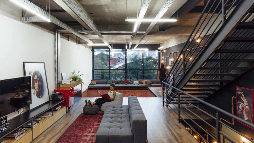 Dự án thiết kế văn phòng Miagui Imagevertising của Bruta Arquitetura