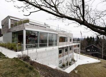 Ngôi nhà được xây dựng lại với nhiều không gian sinh hoạt